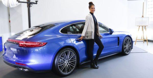 Läuft: Porsche Panamera in der City