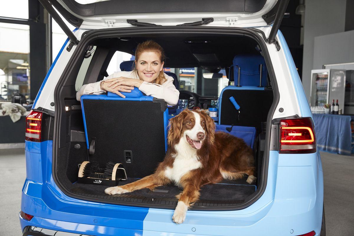 Nina Bott mit dem Familien-Traumauto von eBay