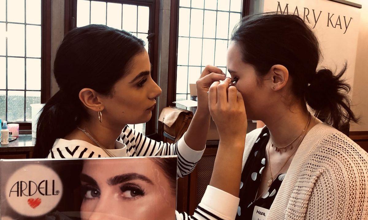 Mara testet die Wimpernverlängerung von Ardell