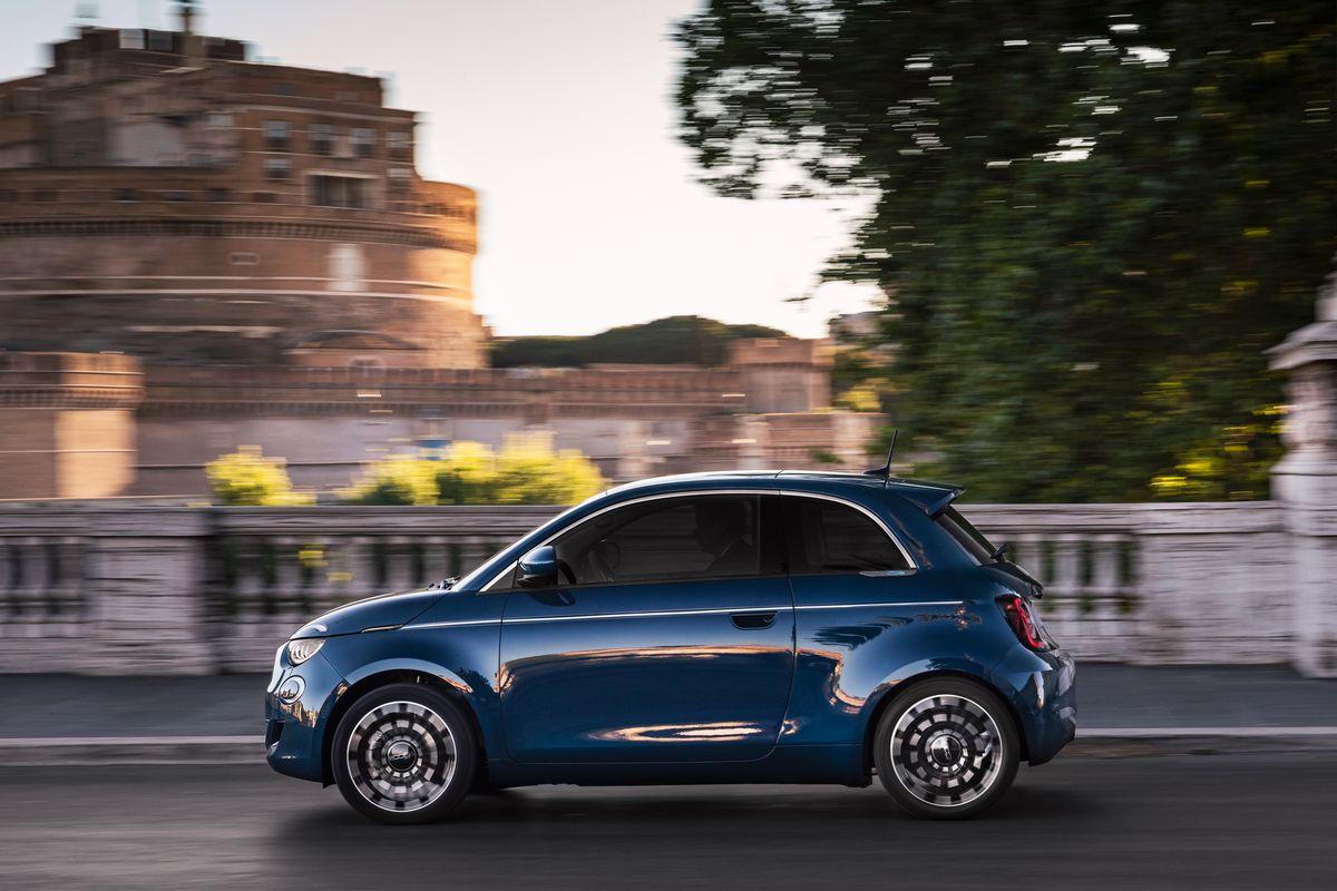 """Fiat 500 """"La Prima"""" Limousine"""