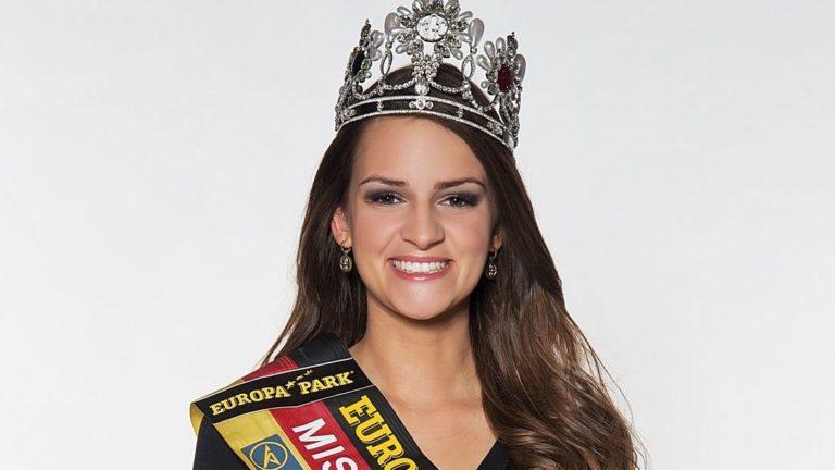 "Miss Germany Lena Bröder zeigt die ""Miss Germany Bags"" in Offenbach"