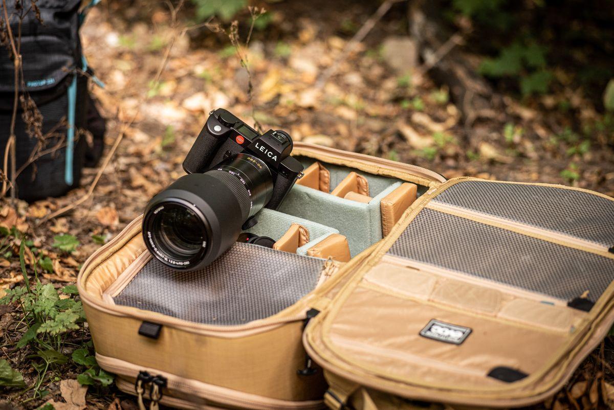 Hochwertiges Foto-Equipment ist das A und O. Markus Greber favorisiert für seine Shootings - je nachdem, was er für den Auftrag benötigt und wie lang dieser dauert - den Fotorucksack Evoc CP 26l bzw. CP 35l.