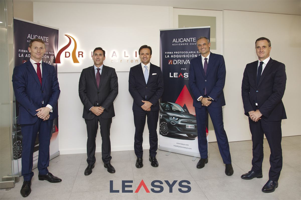 Martin Hall (CEO Drivalia Car Rental), Francisco Joaquín Marcos Bañuls (Präsident Drivalia Car Rental), Giacomo Carelli (CEO FCA Bank und Chairman of Leasys Spa), Antonio Elia (CEO FCA Capital España), Raul Garcia (Country Manager)