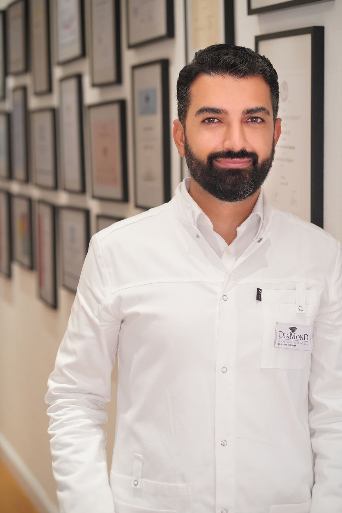 Dr. Murat Dağdelen, Facharzt für Plastische und Ästhetische Chirurgie und Gründer und Ärztlicher Direktor von DiaMonD Aesthetics in Düsseldorf.