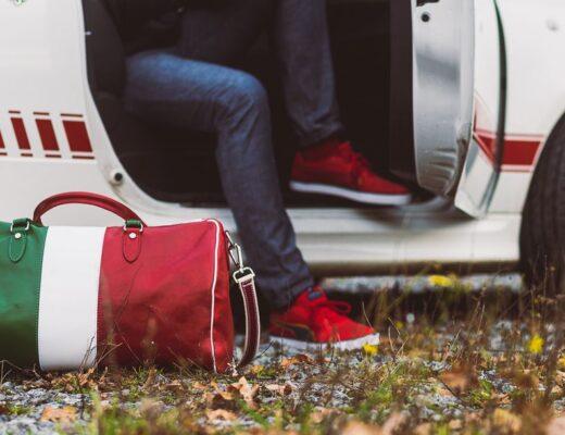 Neuer modischer Trend – bunte Schuhe